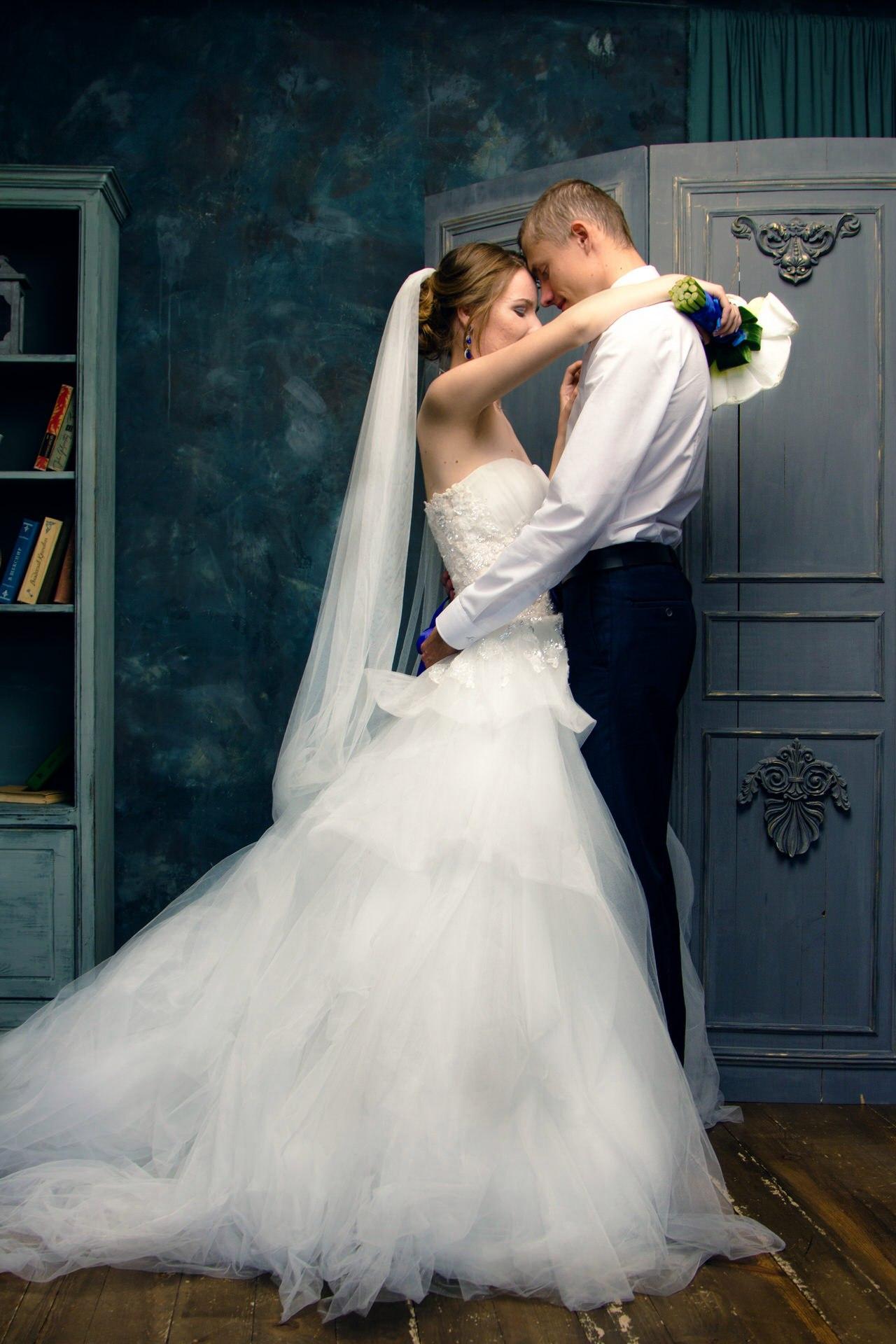 Лижет в невесты однака